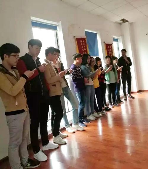 湖南人文科技学院学子在卓景京拓展训练