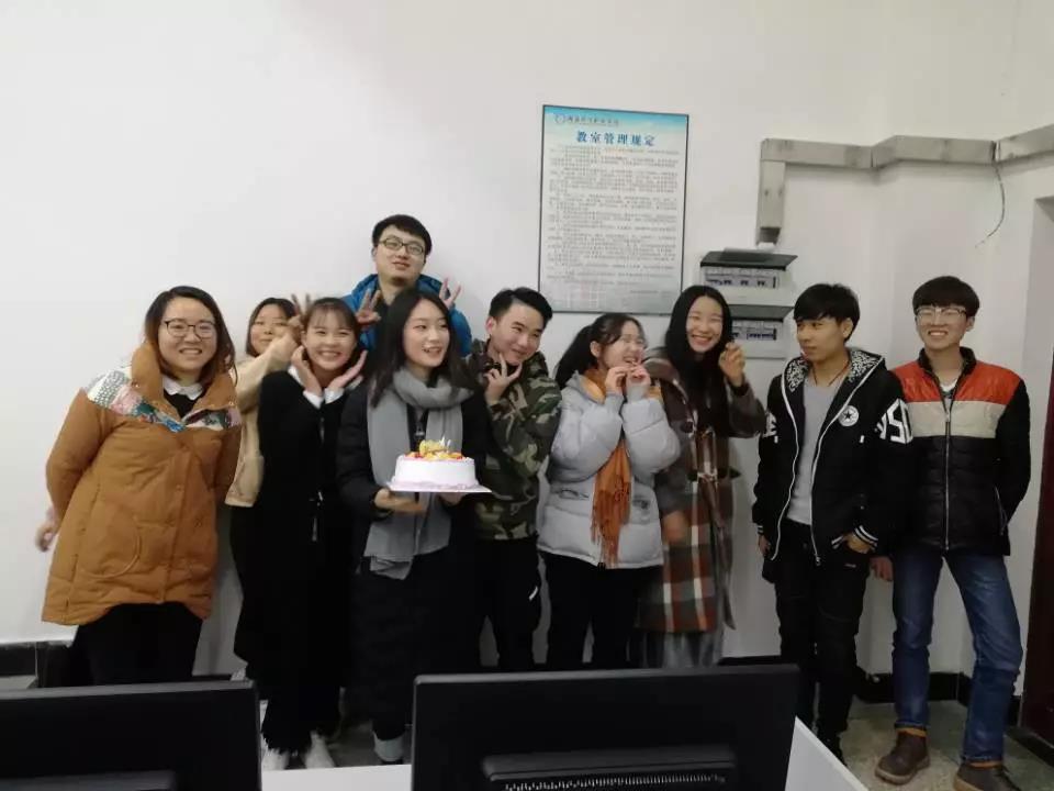 卓景京|betway体育职院web前端1班正式开班!